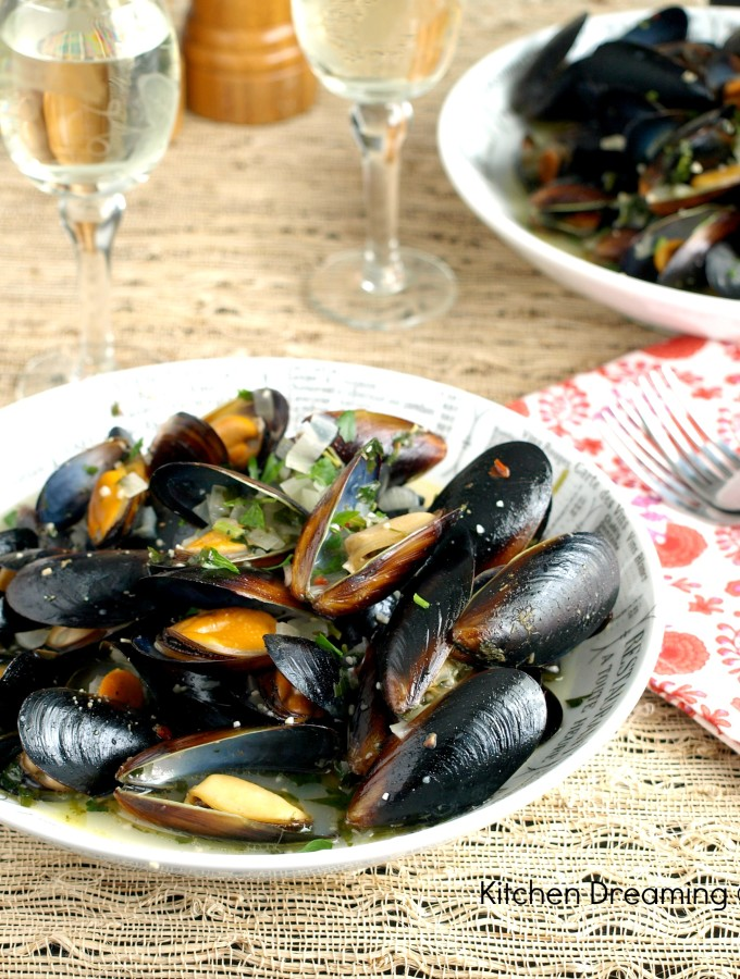 Mussels in White Wine Broth