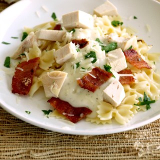 Chicken Bacon Ranch Alfredo Sauce can be made entirely from scratch or from leftovers. You can easily swap out some ingredients for store-bought ones your family prefers. This creamy sauce is ready in just 30-minutes. #Easy #Italian #Chicken #Bacon #Ranch #Alfredo #Recipe