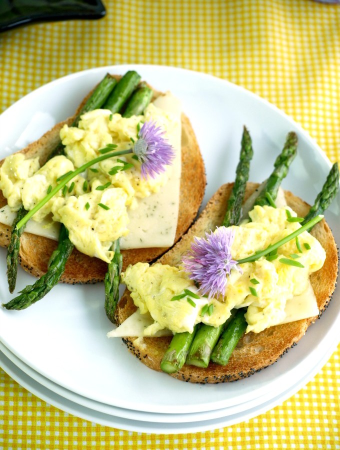 Scrambled Egg and Roasted Asparagus Toast