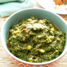 One of the best things about Palak Chole is that it can be prepared both as a side or main (Vegan or vegetarian) meal. It is also Gluten Free.
