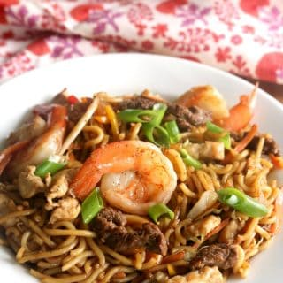 A bowl of house lo mein loaded with noodles, vegetables, shrimp, chicken and beef.